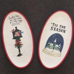Magenta/Rae Dunn Boovllle Christmas plates